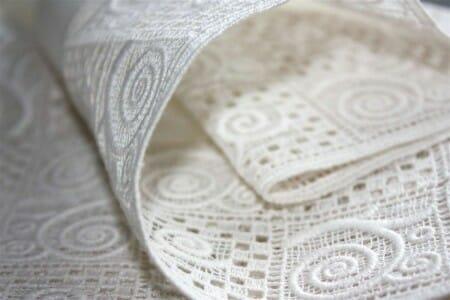 Unsere Serie Modena, als erstes Design im Heimtextilbereich aus Öko-Baumwolle gestickt.