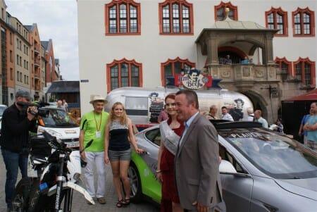 Das Team von Ingolf Kastner die Spitzenprinzessin und Plauens Oberbürgermeister kurz vor dem Start