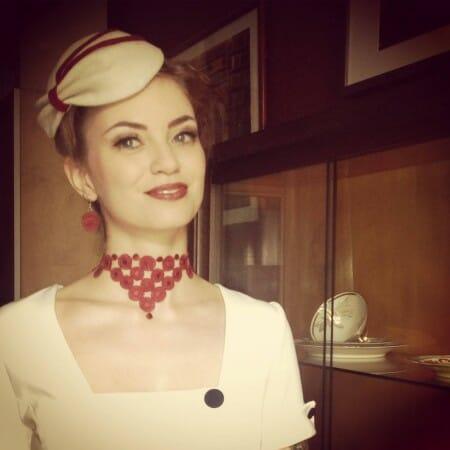 Modespitze-Blog-Pantone-Trendfarben-Plauener-Spitze-Accessoires-Audrey-Vintagemädchen