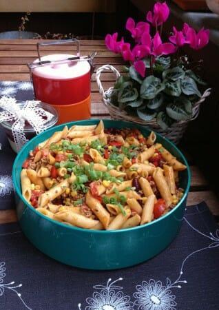 Modespitze-Plauen-Tischsets-Platzsets-gestickt-Nudelsalat-Pasta- Chili