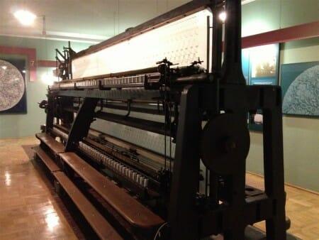 Spitzenmuseum Plauen - historische Stickmaschine im Plauener Museum für Spitze