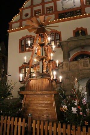 Die Geschichte vom Weihnachtsmarkt und ein Bummel über den Plauener Weihnachtsmarkt