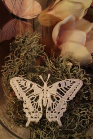 DIY - Frühlingsdekoration mit Schmetterlingen aus Plauener Spitze und MagnolienDIY - Frühlingsdekoration mit Schmetterlingen aus Plauener Spitze und Magnolien