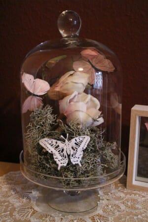 DIY - Frühlingsdekoration mit Schmetterlingen aus Plauener Spitze und Magnolien