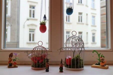 DIY - Fensterdekoration mit Osterei und Spitzenborte