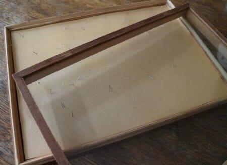 Schmetterlinge aus Spitze im Schaukasten - DIY für eine schnelle Frühlingsdeko