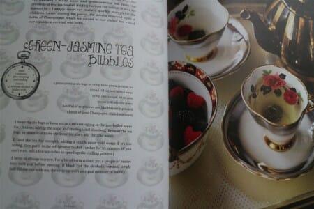 Ein wundervolles Buch - Vintage Tea Party von Angel Adoree