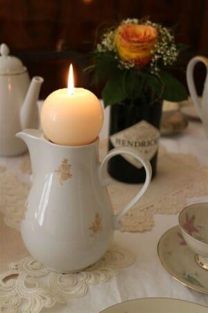 altes Geschirr macht sich auch als Kerzenständer gut