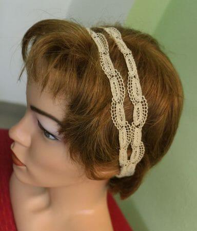 Ein Haarband aus einer wunderschönen alten Spitze