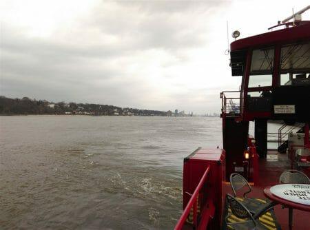 Mit der Fähre die Elbe entlang