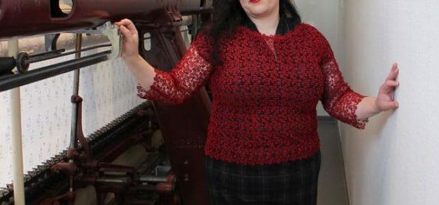 Kleiderverwandlung mit einem Shirt aus Spitze