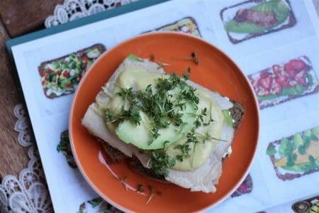 Avocado auf Brot mit Forellenfilets - Rezept von Jamie Oliver