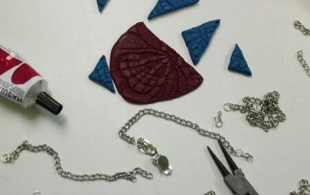 DIY - Kette aus Fimo mit Spitzenornamenten