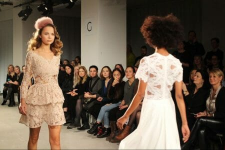 Modenschau von EWA Herzog zur Fashion Week in Berlin - Spitze, wohin das Auge sieht