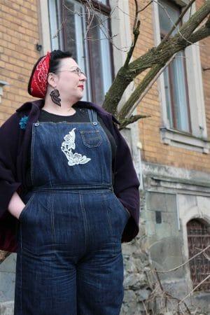 Freddies Jeans mit Stickerei / Spitze veredelt - DIY