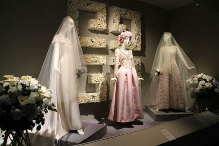 Die Spitze der Eleganz – Hubert de Givenchy in Calais - Hochzeitskleider