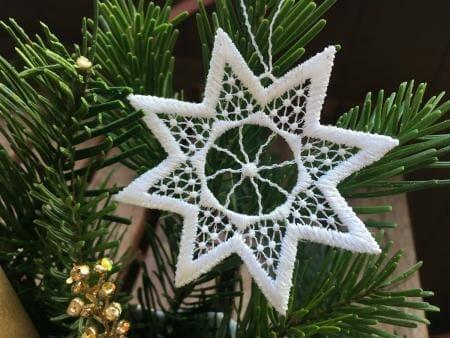 Weihnachtsanhänger aus Plauener Spitze