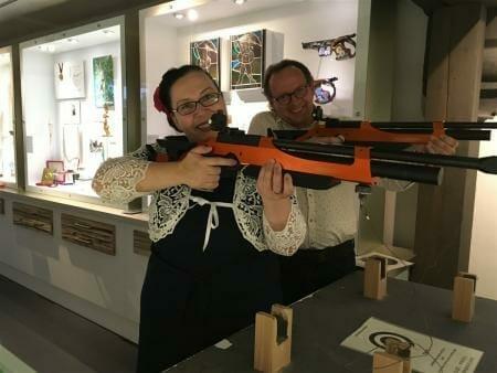 Ausstellung - Die Waffen der Frauen in Suhl im Waffenmuseum - schießen an Biathlon - Laser - waffen