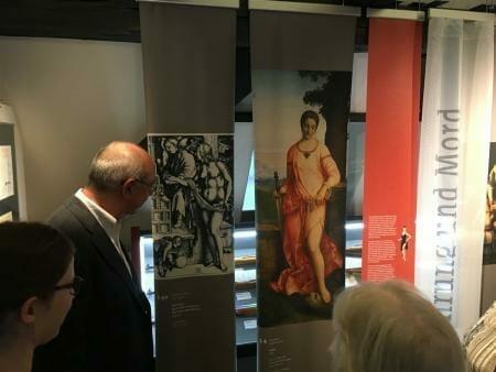 Ausstellung - Die Waffen der Frauen in Suhl im Waffenmuseum