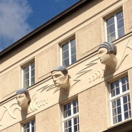 Eine außergewöhnliche Fassadengestaltung an der Post der Lilienstraße leipzig