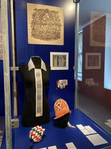 Blick in die Ausstellung Nouveautes Voglandmuseum / Kunstgewerbemuseum Pillnitz SKD