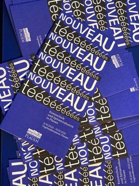 Flyer zur  Ausstellung Nouveautes im Vogtlandmuseum in Plauen